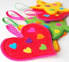 Rainbow Hearts Decorations - A Set of 5 Funky Felt Christmas Decorations Felt Christmas Decorations, Heart Decorations, Handmade Decorations, Christmas Ornaments, Christmas Tree, Crafts To Make, Crafts For Kids, Diy Crafts, Felt Diy