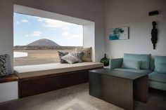 Nestor Perez Batista, Clay, lime and glass home, Tegoyo I, Mayca and Gonzalo Bethencourt, natural materials, volcanoes views,
