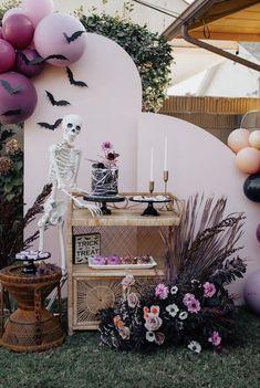 Pink Halloween, Pretty Halloween, Gothic Halloween, Halloween Dinner, Halloween Cakes, Halloween Birthday, Halloween Party Decor, Halloween Themes, Halloween Dessert Table