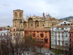 Parte de la Plaza Bib-Rambla y la Catedral detrás. (vía panoramio)