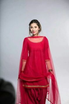 wonderful suit, with net dupatta... i m making it for me :)