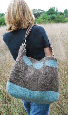 Soho Bag - free knitting pattern for the loom and then felted Loom Knitting Projects, Loom Knitting Patterns, Yarn Projects, Free Knitting, Knitting Looms, Sock Knitting, Knitting Tutorials, Knitting Machine, Vintage Knitting