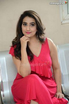 Manjusha Indian Actress Images, South Indian Actress Hot, Indian Girls Images, Indian Actresses, Beautiful Girl Photo, Beautiful Girl Indian, Beautiful Saree, Beautiful Indian Actress, Bollywood Actress Bikini Photos