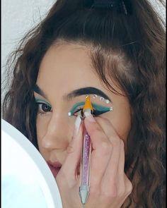 DIY Euphoria make-up LOOK tutorial!  💎 Crochet Loop, Diy Beauty, Beauty Hacks, Normal Makeup, Lip Tutorial, Natural Facial, Diy Blog, Rhinestone Nails, Mac Makeup