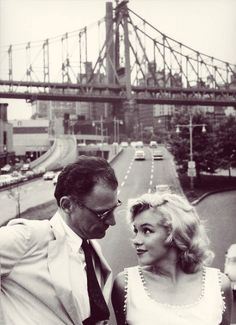 Marilyn Monroe and Arthur Miller photographed by Sam Shaw, 1957. #marilyn#monroe#marilyn monroe#1957#arthur miller#NY#new york#photo#sam shaw#vintage#old hollywood#celebs#black and white