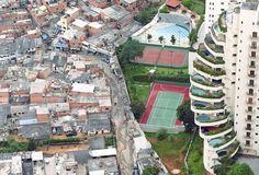 Brazilian Favelas. The border between rich people and poor people / Favelas en Brasil. Frontera entre ricos y pobres.