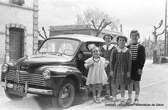 Grupo de niños fotografiados en los alrededores de la antigua estación del ferrocarril de Algorta (ref. DZN00635)