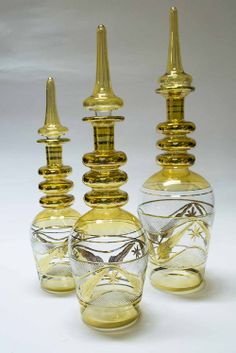 Set of 3 bottles in 3 different sizes, in more than 10 colors and decorated with 18k gold