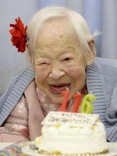 """Fique Atento: Mulher mais velha do mundo está """"mais ou menos"""" fe..."""