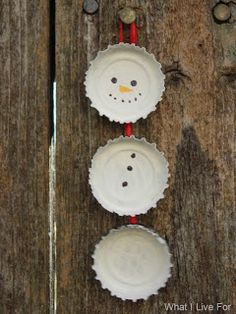 Holiday Craft - Bottle Cap Snowman Ornaments (You could also Make these for magnets) Noel Christmas, All Things Christmas, Winter Christmas, Xmas, Simple Christmas, Christmas Ideas, Fall Winter, Kids Crafts, Family Crafts