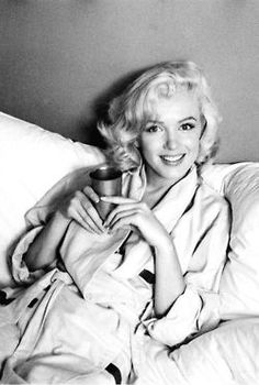 Every time I see a photo of Marilyn, it makes me want to go blonde for a teeny tiny second.