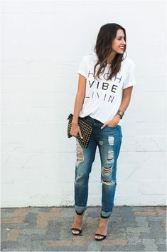 I need some ripped boyfriend jeans. Graphic t-shirt, boyfriend jeans, barely there heels, studded clutch and bright lipstick. Fashion Mode, Look Fashion, Fashion Outfits, Womens Fashion, Fashion Clothes, Fashion Brands, Boyfriend Look, Jeans Boyfriend, Boyfriend Jeans Outfit Summer