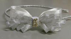 Tiara com Laço Branco de fita de organza - Tiara with Organza Ribbon Bow
