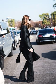 45 Ideas fashion week black outfit for 2019 Tokyo Street Style, Street Style Summer, Casual Street Style, Street Style Women, All Black Classy Outfits, All Black Outfits For Women, Christine Centenera, Fashion Gone Rouge, Garance