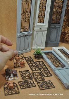 Ornamental plant hanger - laser cut wood, wire and clay pot. Ornamental plant hanger - laser cut w Dollhouse Miniature Tutorials, Miniature Crafts, Miniature Houses, Miniature Dolls, Diy Dollhouse Miniatures, Wooden Craft Sticks, Wooden Crafts, Craft Stick Crafts, Cork Crafts