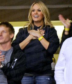Carrie Underwood at her hubby's hockey game. Love the casual look, is there anything she can't wear?!