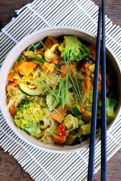 elephantsarevegan: coconutmilk wok with fresh veggies and Tofu :)