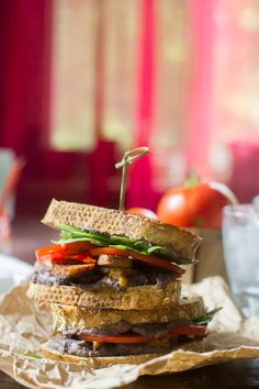 Grilled Black Bean & Tempeh Bacon Sandwiches #vegan | Connoisseurus Veg