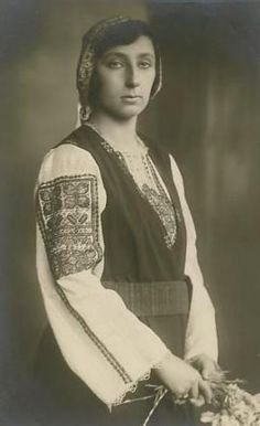Princess Nadezhda Klementine Maria Pia Majella of Bulgaria 1899 – 1958    She was the youngest daughter of Tsar Ferdinand I of Bulgaria and his first wife Princess Marie Louise of Bourbon-Parma
