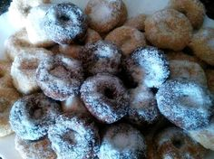 ¡Hola a todos!<br /> Qué contenta estoy hoy. Sí, sí, porque gracias a nuestra amiga Engracia vamos a ver cómo hacer unas riquísimas rosquillas sin azúcar.<br /> Bueno, digo rosquillas porque yo ...