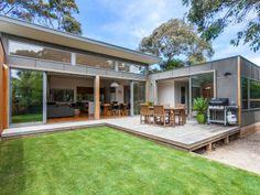 Can't beat a lawn. U Shaped Houses, Tiny Houses, House Plants Decor, Modern Architecture House, Japanese House, Home Decor Inspiration, Backyard Ideas, Bungalow, Closer