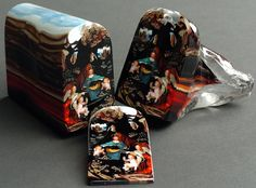 Classical Portraits Sliced From Glass Loaves by Loren Stump California-based artist Loren Stump is a master of murrine a 4000-year-old Middle Eastern glass sculpture technique which results in exquisite slices of glass portraits. The artists best work so far is his interpretation of Da Vincis Virgin on the Rocks where the slabs of the classical art is meticulously replicated using hundreds of glass rods during casting. The masterpiece has been sold for $5000 for a slice.  The ancient art…