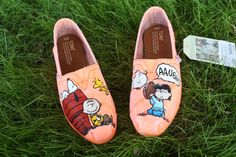 Charlie Brown Peanuts Original Custom Acrylic Painting for Toms/Canvas Shoes from SomethingFromTheSun on Etsy. Saved to Toms. Hand Painted Toms, Painted Canvas Shoes, Custom Painted Shoes, Custom Shoes, Snoopy Shoes, Cute Teacher Outfits, Toms Canvas Shoes, Hello Kitty Imagenes, Cheap Toms