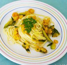 Spaghetti con zucchine, gamberetti e zafferano #italianfood #recipes #pasta