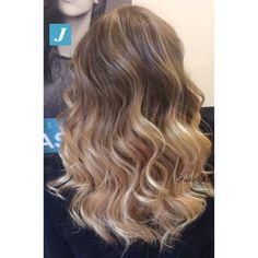 Quando i tuoi capelli indossano il Degradé Joelle non passano mai inosservati #centrodegradejoelle #studioasparrucchieri  #degrade #degradejoelle #madeinitaly #musthave #ootd #naturalshades #hair #hairdo #hairbrush #hairstyle #hairstylist #hairfashion #fashion #glamour #coolhair #longhair #lovehair #grosseto #igersgrosseto
