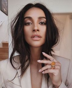 Long Dark Brown Shag with Textured Bangs - 20 Stunning Long Dark Brown Hair Cuts and Styles - The Trending Hairstyle Shay Mitchell Makeup, Shay Mitchell Style, Beauty Makeup, Eye Makeup, Hair Beauty, Dark Hair Makeup, Makeup Box, Looks Dark, Makeup Looks