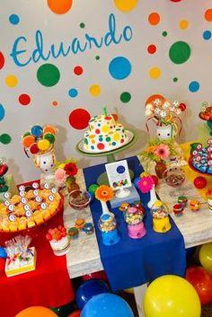 Amo festas coloridas e essa me chamou bastante atenção! Tema simples mas muito criativo: BOLAS! A Produção e Decoração foi de Malu Mattos At...