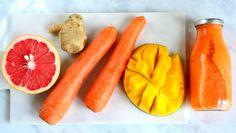 Kauniin värinen smoothie saa värinsä porkkanoista ja mangosta. Herkku maustetaan inkiväärillä. Hampi, Grapefruit, Smoothies, Carrots, Mango, Frozen, Vegetables, Food, Smoothie
