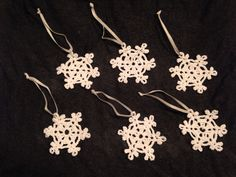 Virkatut lumihiutaleet joulukuusen koristeiksi Crochet Earrings, Jewelry, Jewlery, Jewerly, Schmuck, Jewels, Jewelery, Fine Jewelry, Jewel
