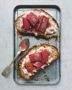Everyone is going mad for breakfast with smashed toast being the latest foodie trend. We rather like the look of rhubarb toast. Perfect Breakfast, Breakfast Time, Bruschetta, Brunch Recipes, Breakfast Recipes, Sandwiches, Rhubarb Recipes, Nigella, Cucina