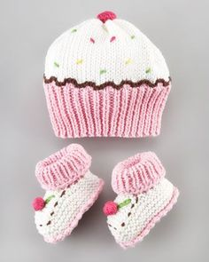 Cupcake Hat and Bootie Set by |