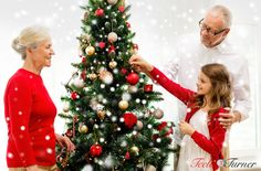 A little girl with her grandparents at Christmas. www.teelieturner.com #Christmas