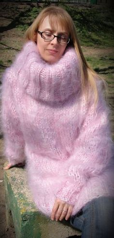 The Mohair and Angora fetish World Mohair Sweater, Pink Sweater, Sweater Outfits, Thick Sweaters, Wool Sweaters, Sweaters For Women, Gros Pull Mohair, Wool Blend, Knitwear