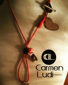 Collar cordón nudos macrame piezas de madera, murrina, nácar. .. bisutería, artesanía. Pieza original. Pieza única.