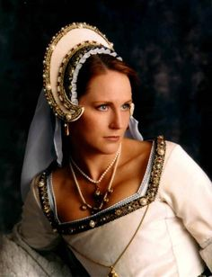 How lovely! Re-creations of Tudor Era clothing, when done well, can be absolutely stunning.