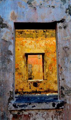 Finestre nel vecchio faro by Giovanni Frenda