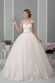 Fii fermecătoare în ziua nunții tale alegând o rochie din colecția Gold by Geea Sposa.   #weddingdress #weddingday