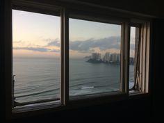 Da janela do quarto. Guarujá, SP, Brasil Praia de Pitangueiras