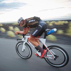 Jan Frodeno #canyon #kona #ironmanworldchampion Sprint Triathlon, Ironman Triathlon, Triathlon Training, Canyon Speedmax, Canyon Bike, Bike Run, Road Bike, Bike Photography, Bicycles