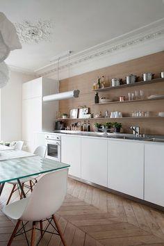 A renovated Paris flat - French By Design Home Interior, Kitchen Interior, New Kitchen, Kitchen Design, Kitchen Decor, Paris Flat, Decoracion Vintage Chic, Ideas Hogar, Paris Apartments
