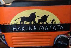 Lion King cooler side- Disney - Cooler Painting Crafts To Do, Arts And Crafts, Bubba Keg, Fraternity Formal, Diy Cooler, King Painting, Sorority Big Little, Cooler Designs, Big Little Gifts
