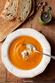 Zupa dyniowa z jabłkiem Pumpkin & Apple Soup with Gorgonzola Cheese and Toasted Walnuts Apple Recipes, Pumpkin Recipes, Fall Recipes, Soup Recipes, Cooking Recipes, Vegan Recipes, Apple Soup, Pumpkin Soup, Fall Dishes