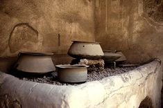 The original slow food movement - Kitchen with Pots. Pompeii, House of the Vettii. Ancient Pompeii, Pompeii And Herculaneum, Ancient Ruins, Ancient Artifacts, Ancient History, Naples, Pompeii Italy, Roman City, Mystery Of History