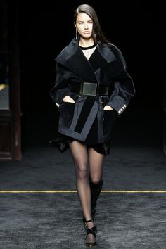 http://www.vogue.com/fashion-shows/fall-2015-ready-to-wear/balmain/slideshow/collection