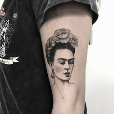 To many people, tattoos are exotic and daring things to get into. Not only might this seem daunting but the actual process of getting a tattoo can be fr Frida Tattoo, Frida Kahlo Tattoos, Frida Kahlo Portraits, Deer Tattoo, Mini Tattoos, Love Tattoos, Beautiful Tattoos, Body Art Tattoos, Small Tattoos