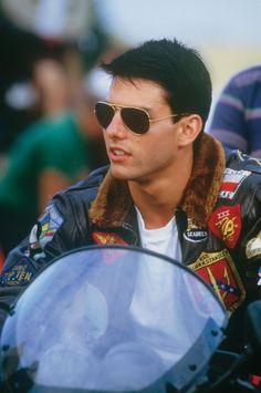 Still of Tom Cruise in Top Gun (1986) http://www.movpins.com/dHQwMDkyMDk5/top-gun-(1986)/still-4241597440